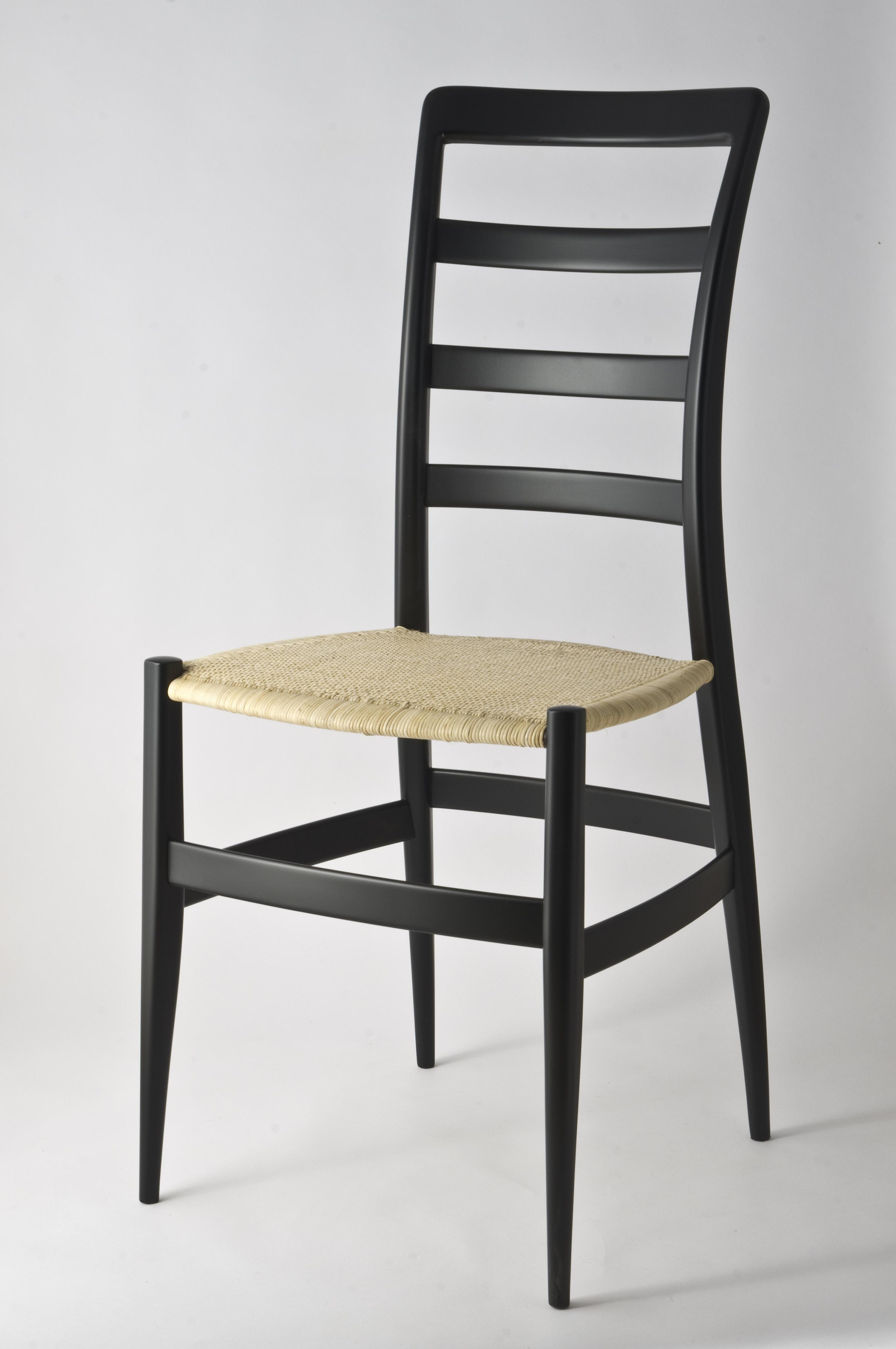 Leggero come una sedia levaggi sedie a chiavari for Sedie design usate